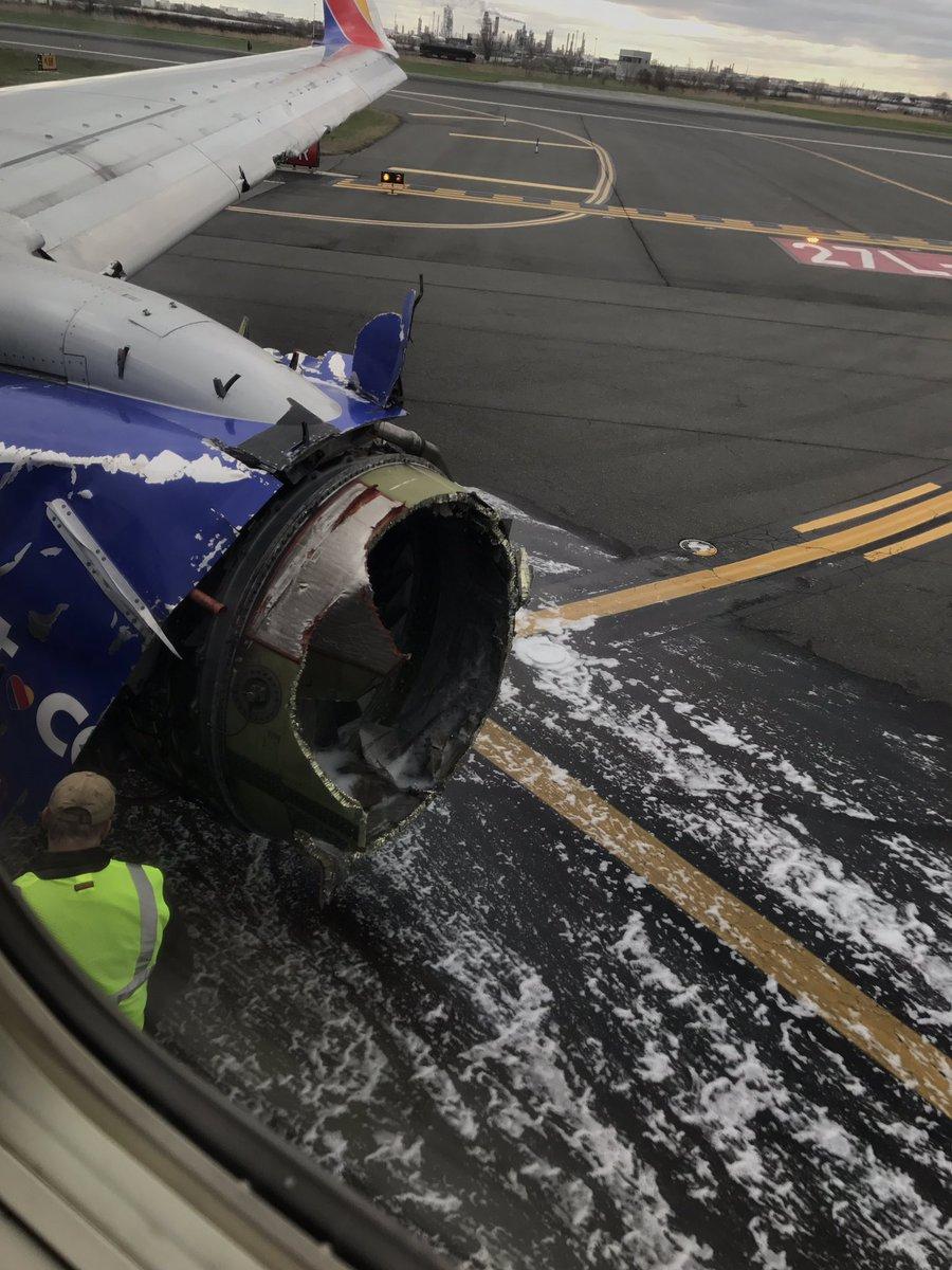Взорвавшийся двигатель Boeing 737-700 Southwest