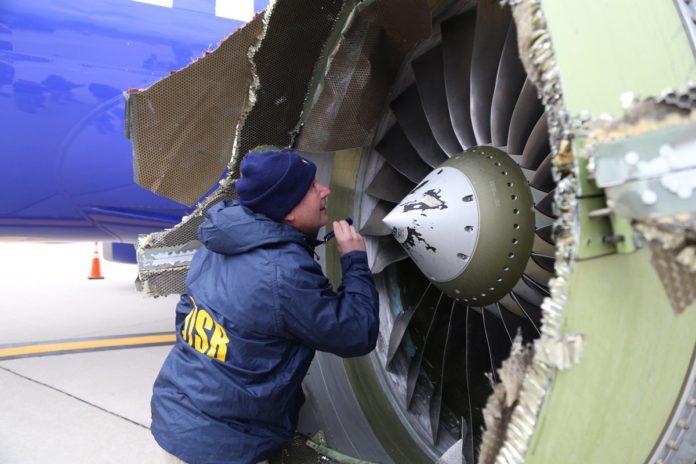 На поврежденном двигателе Boeing 737-700 Southwest Airlines отсутствует лопатка вентилятора. Фото: NTSB