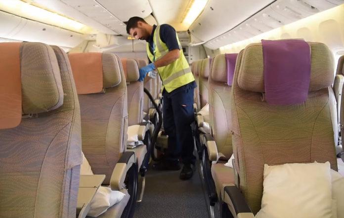Процесс уборки самолета Emirates