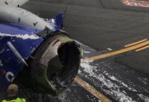 Поврежденный двигатель Boeing 737-700 Southwest