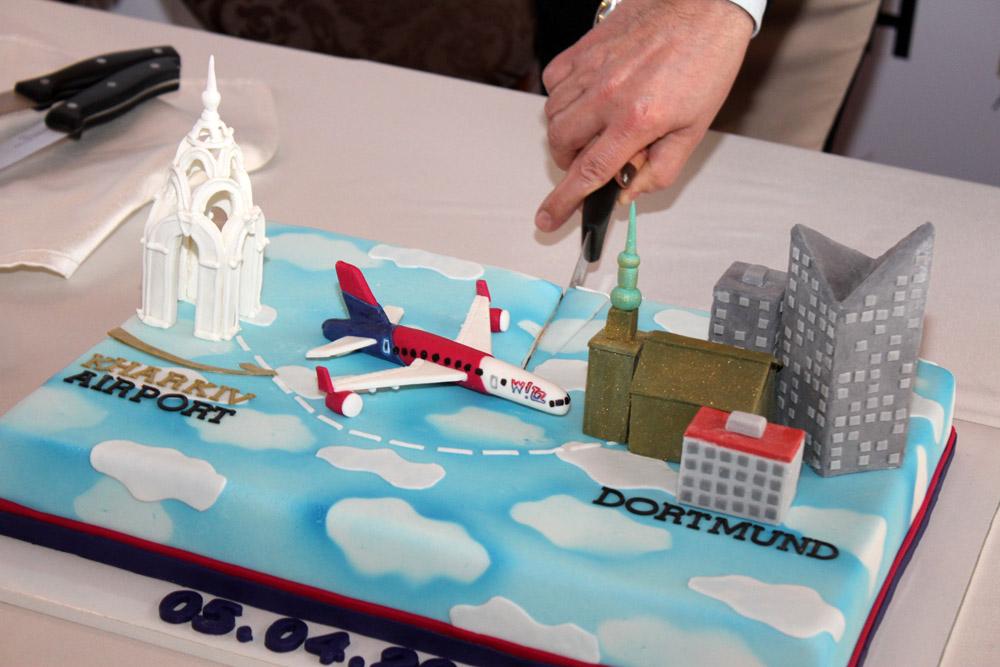 Торт, посвященный запуску первого рейса Харьков-Дортмунд