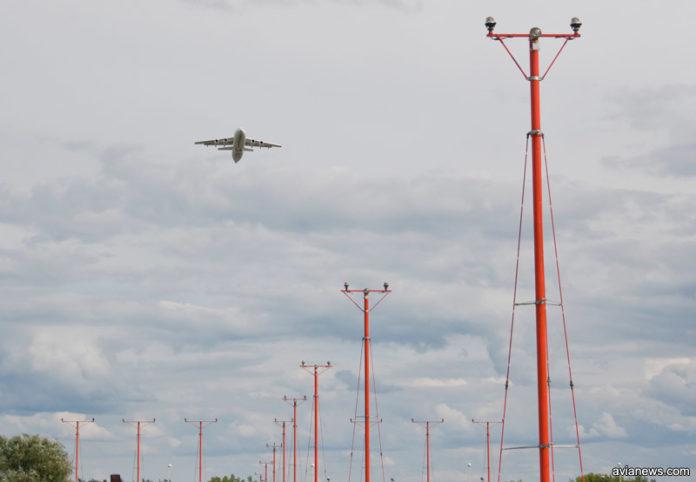 Взлет регионального самолета