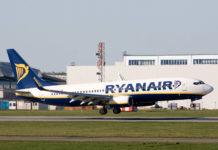 Boeing 737-800 Ryanair заходит на посадку