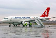 Самолет Turkish Airlines в аэропорту Запорожье