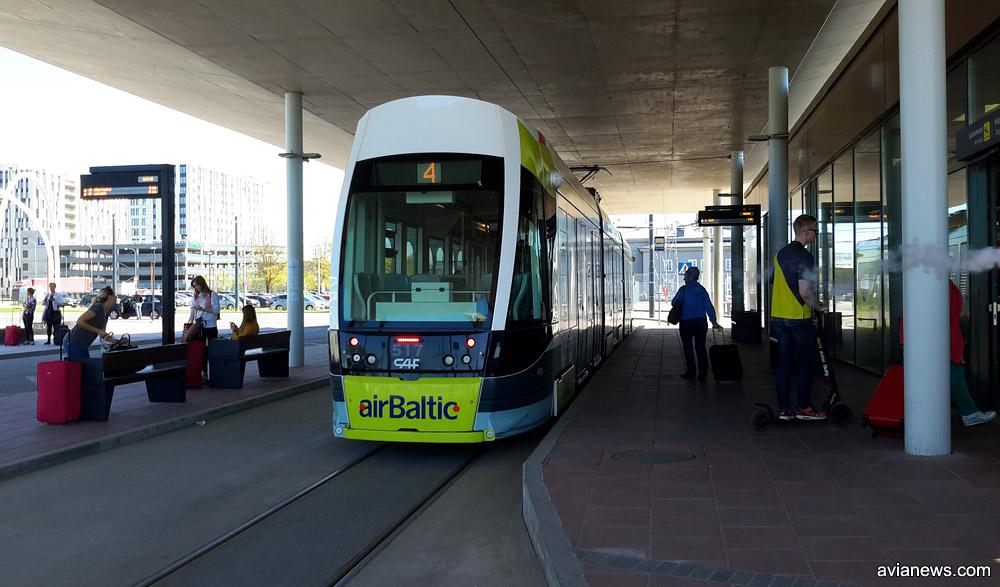 Остановка трамвая в аэропорту Таллинн