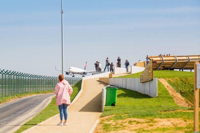 Официальная площадка для наблюдения за самолетами в аэропорту Брюсселя Завентем. Фото аэропорта