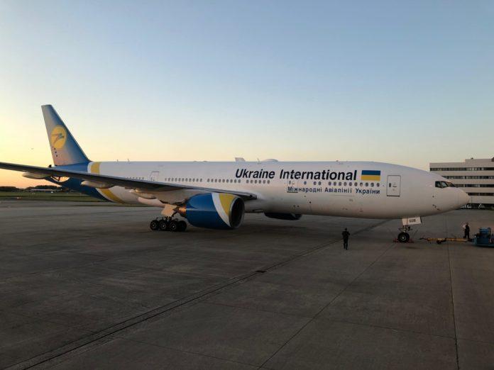 Boeing 777-200ER МАУ с регистрацией UR-GOB