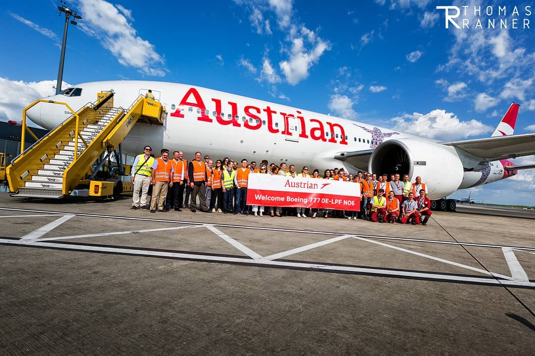 Встреча Boeing 777-200ER сотрудниками Austrian Airlines в Вене