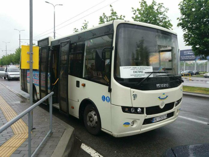 Автобус Атаман А092Н6, который теперь курсирует между аэропортом Львова и местным железнодорожным вокзалом