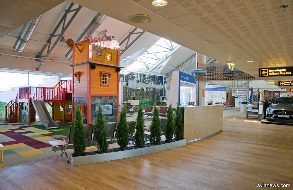 Игровая зона в зале вылета в терминале аэропорта Таллинн