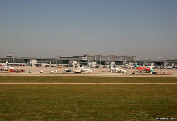 Вид на терминал D аэропорта Борисполь и перрон с самолетами