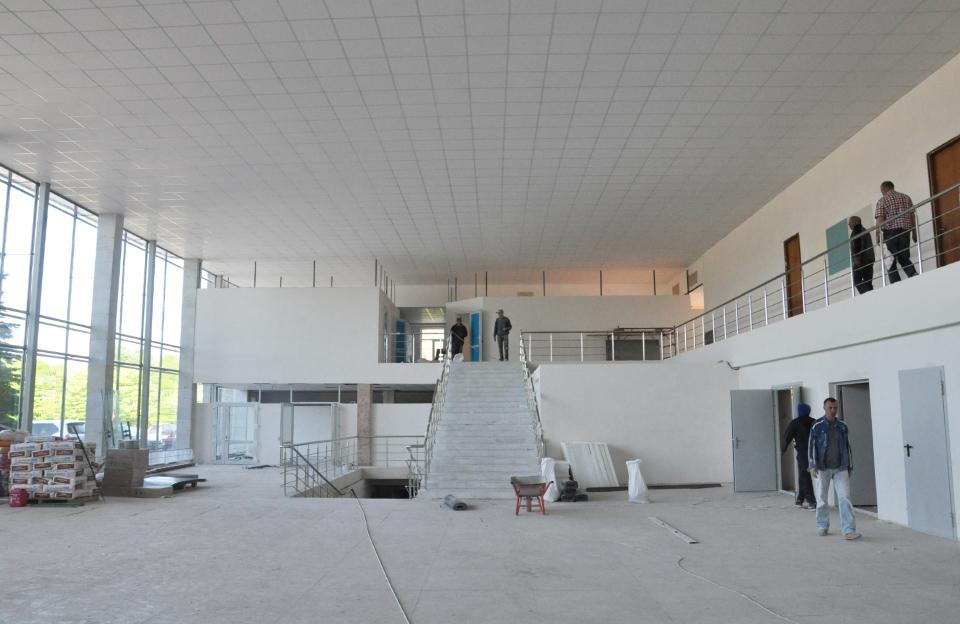 На втором этаже - помещения для пограничников и таможенников