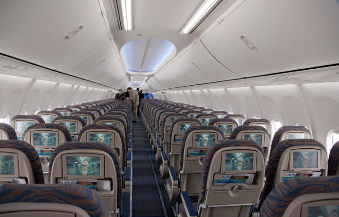 Салон эконом-класса Boeing 737-800 flydubai