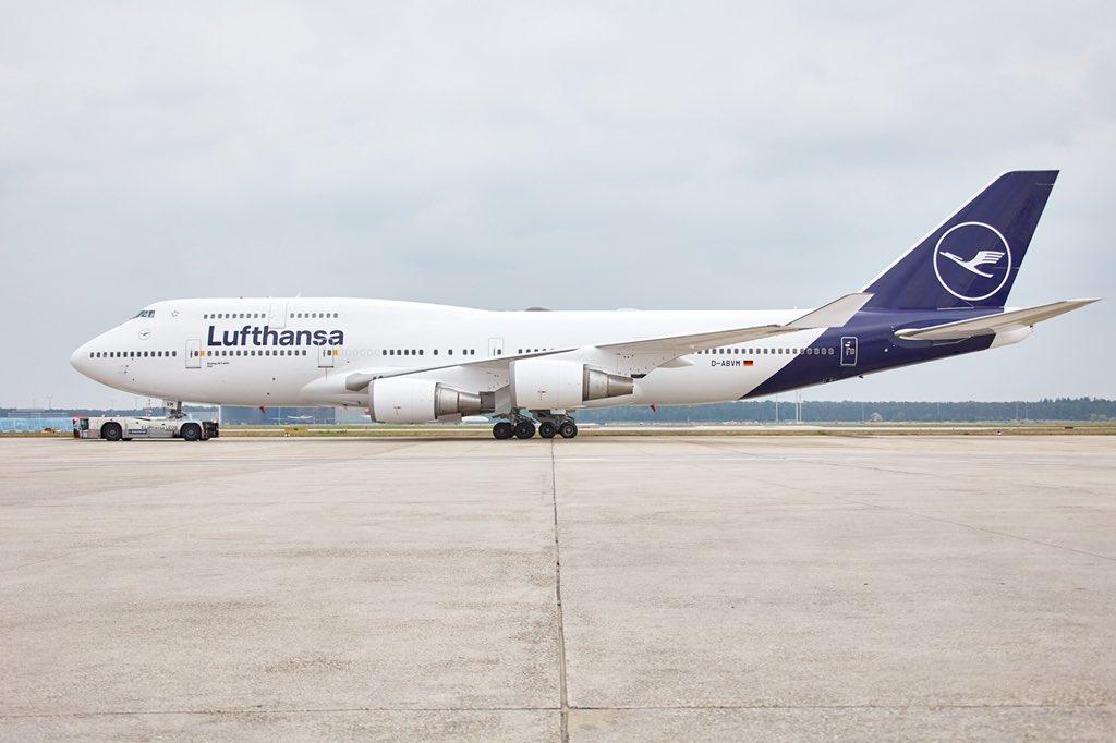 Обновленная новая ливрея Lufthansa: более светлый оттенок синего и увеличенный логотип на хвосте. Фото авиакомпании