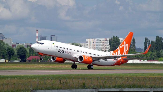 Boeing 737-800 UR-SQB в ливрее SkyUp. Фото: Владислав Кисляков