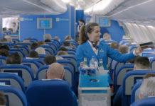 Обслуживание пассажиров KLM во время дальнемагистральных рейсов. Фото: KLM