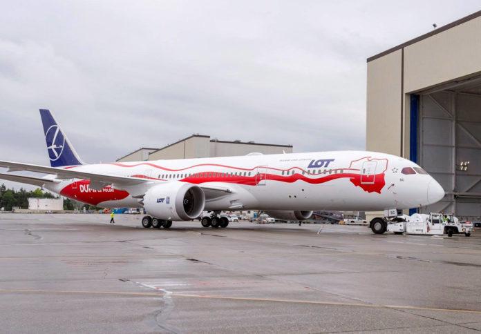 Boeing 787 LOT в специальной ливрее к 100-летию Польши