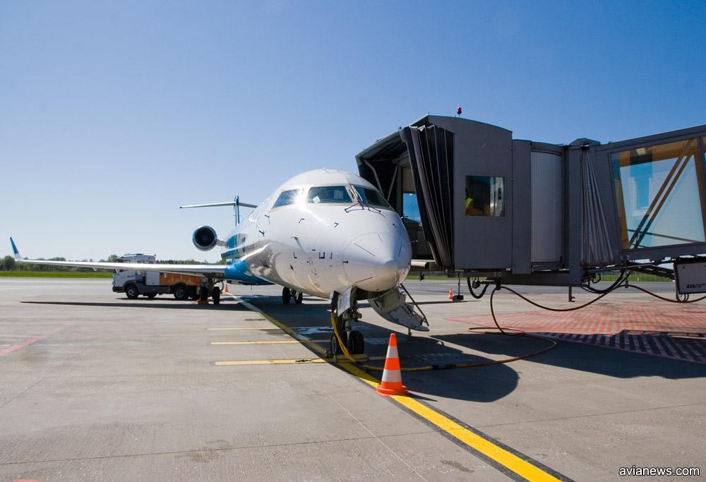 Телетрап, пристыкованный к самолету Nordica в аэропорту Таллинна. Фото: avianews.com
