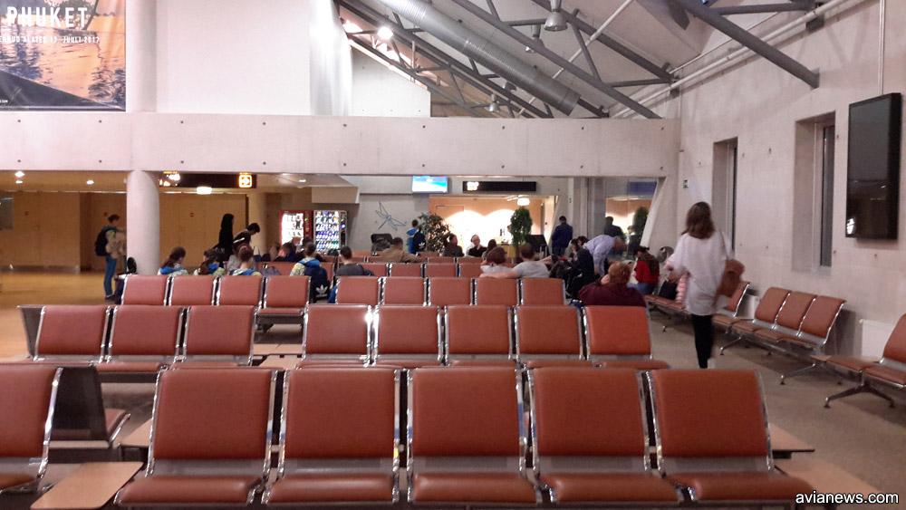 Пассажиры рейса Таллинн-Киев в ожидании вылета