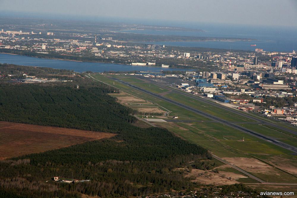 Вид на аэропорт Таллинна во время разворота после ухода на второй круг. Фото: avianews.com
