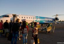 Посадка в самолет Nordica, вылетающий в Таллинн, в аэропорту Жуляны