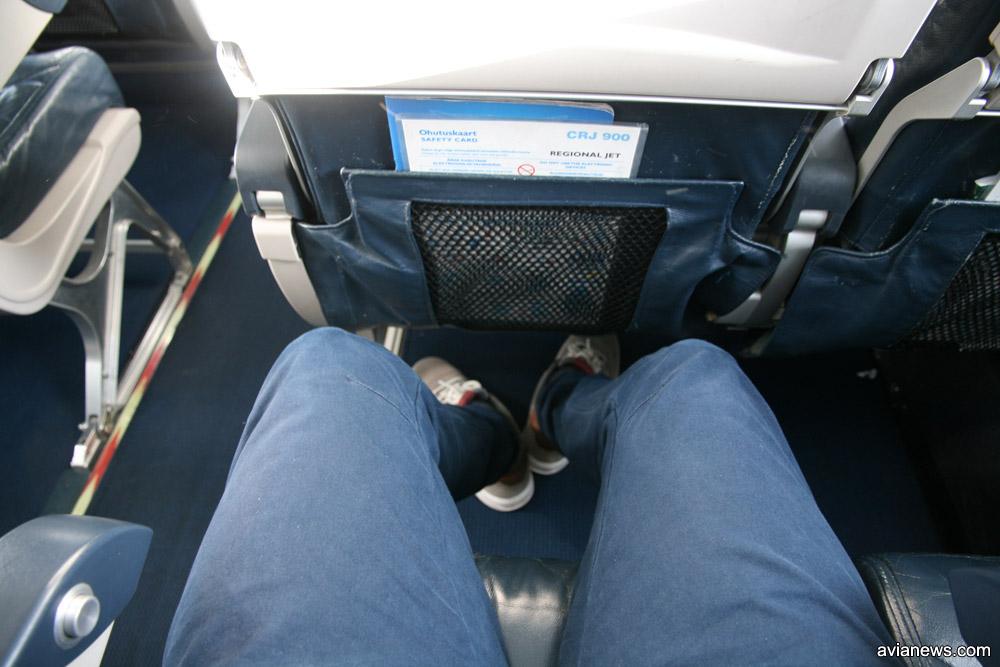 В самолетах Nordica шаг кресел довольно большой, из-за чего ноги не упираются в спинку впереди стоящего сидения