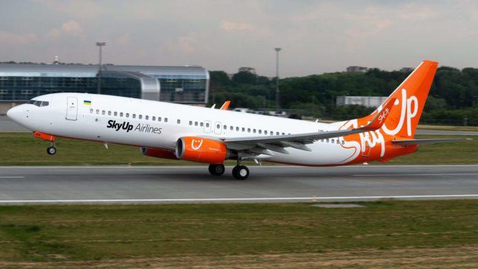 Boeing 737-800 UR-SQB в ливрее SkyUp. Фото: Юра Танчин