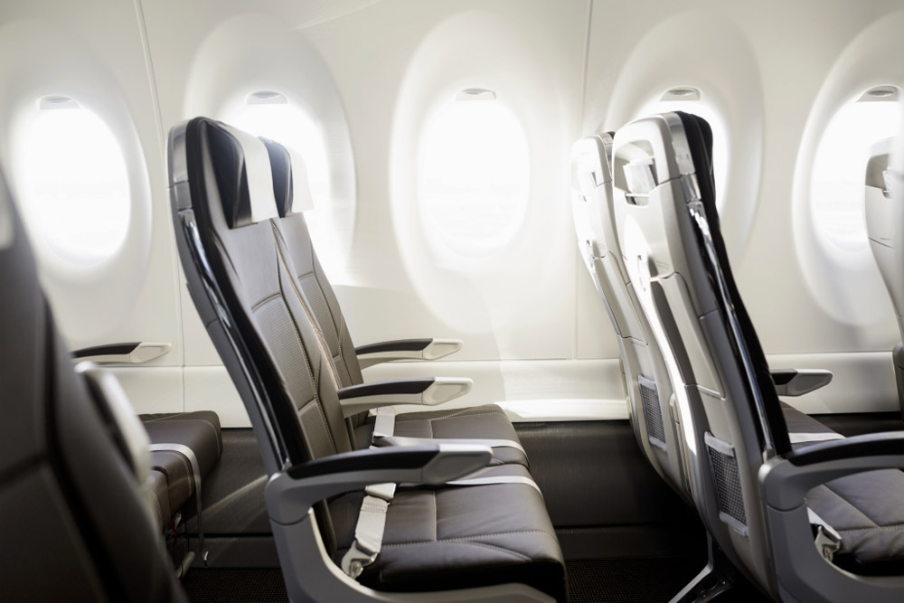 Кресла в салоне Bombardier CS100 Swiss