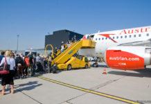 Посадка пассажиров в самолет Austrian Airlines в аэропорту Вены. Фото: avianews.com