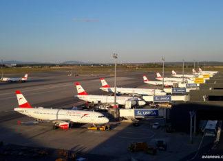 Самолеты Austrian Airlines у терминала 3 в аэропорту Вена Швехат