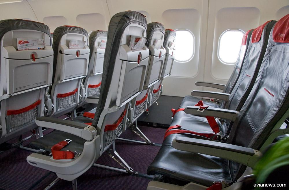 В среднемагистральных самолетах Austrian Airlines установлены тонкие кресла. Фото: avianews.com
