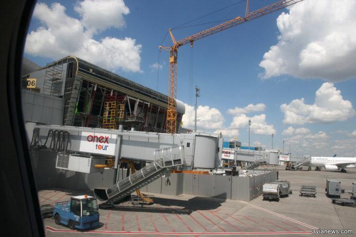 Строительство новой трансферной зоны в терминале D по состоянию на 9 июля 2018 года. Фото: avianews.com