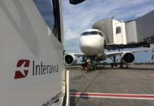 Подготовка Bombardier CS300 в началу буксировки со стоянки в аэропорту Борисполь