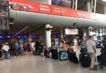 Пассажиры рейса Yanair Львов-Батуми, который был задержан из-за долгов авиакомпании. Фото: аэропорт Львов