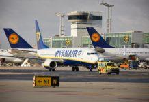 Самолеты Lufthansa и Ryanair в аэропорту Франкфурт