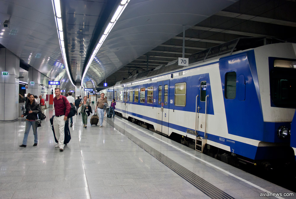 Электричка S7, курсирующая между аэропортом Вены Швехат и вокзалом Вены Wien Mitte за 4,2 евро. Фото: avianews.com