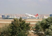 Вылет самолета Boeing 737 Turkish Airlines из аэропорта Стамбула