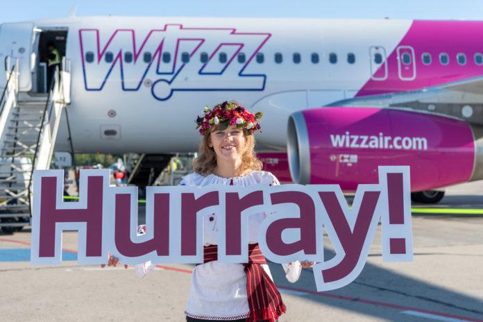 Встреча первого рейса Wizz Air из Киева в Берлине. Фото: аэропорт Шенефельд