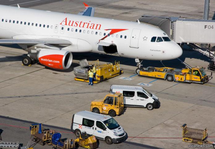 Обслуживание самолета Austrian Airlines в аэропорту Вены