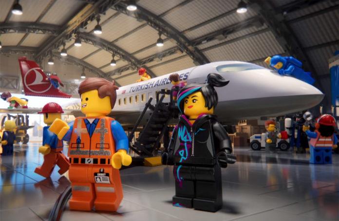 Кадр из safety video Turkish Airlines, снятого в стиле Lego