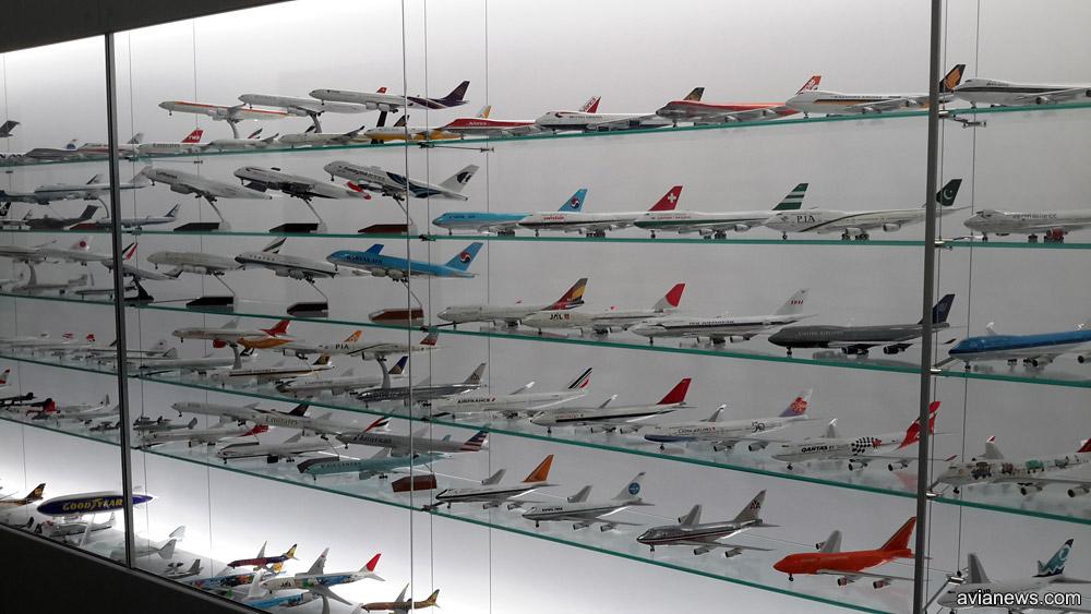 Экспозиция из сотен моделей самолетов в аэропорту Вена