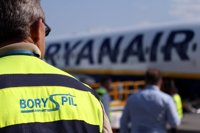 Самолет Ryanair в аэропорту Борисполь