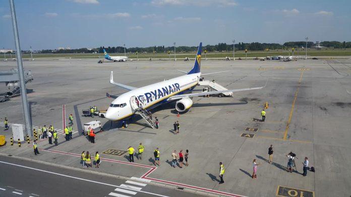 Встреча первого рейса Ryanair из Берлина в аэропорту Борисполь