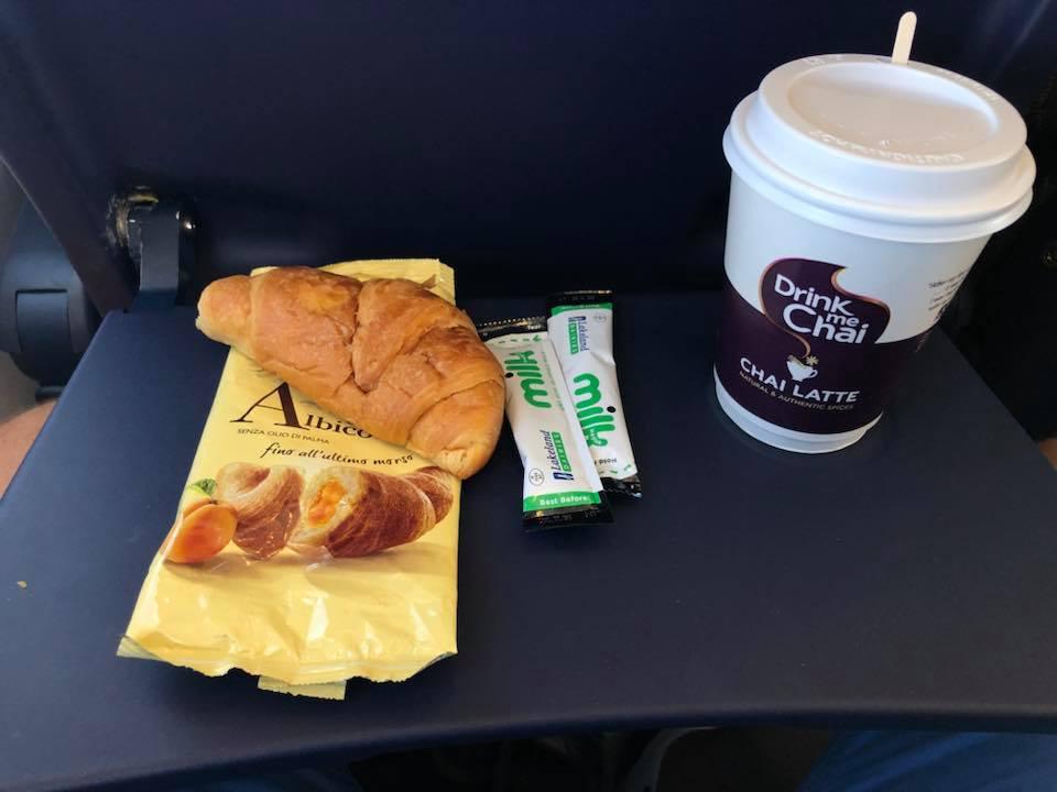 Легкий перекус на рейсе Ryanair Берлин-Киев