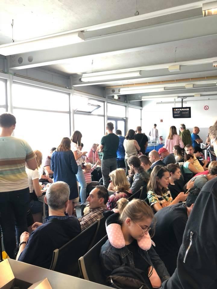 Накопитель в зале вылета в аэропорту Шенефельд.