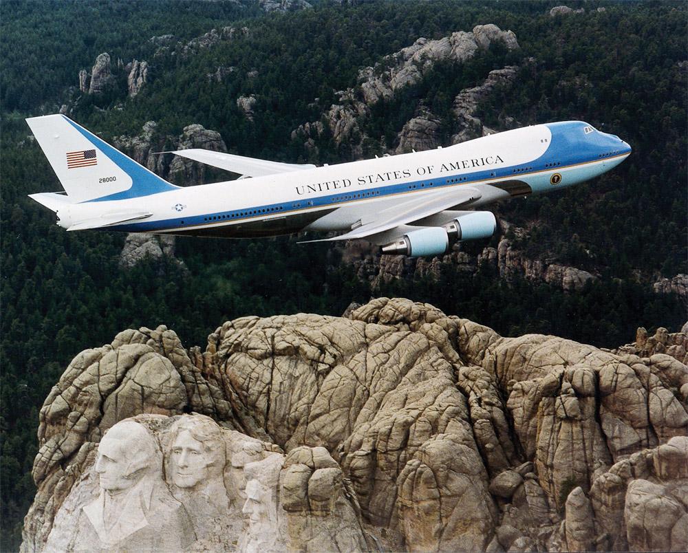 Модификация Boeing 747 - Boeing VC-25 - которая используется для перевозки президента США