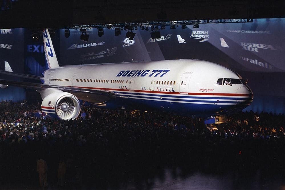 Церемония выкатки первого Boeing 777 модификации 777-200 в 1994 году