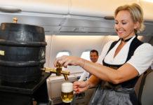 Разливное пиво на борту самолета Lufthansa