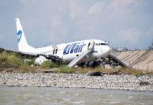 Boeing 737-800 Utair VQ-BJI в русле реки в аэропорту Сочи