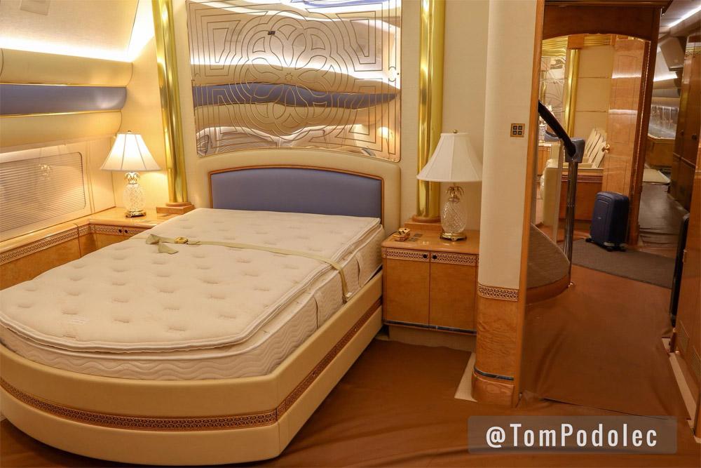 Спальня на борту Boeing 747 SP